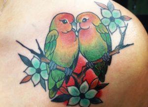 tatuajes de agapornis